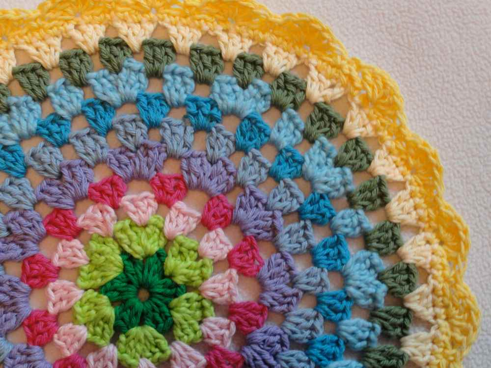 crochet:: granny circle (1/3)