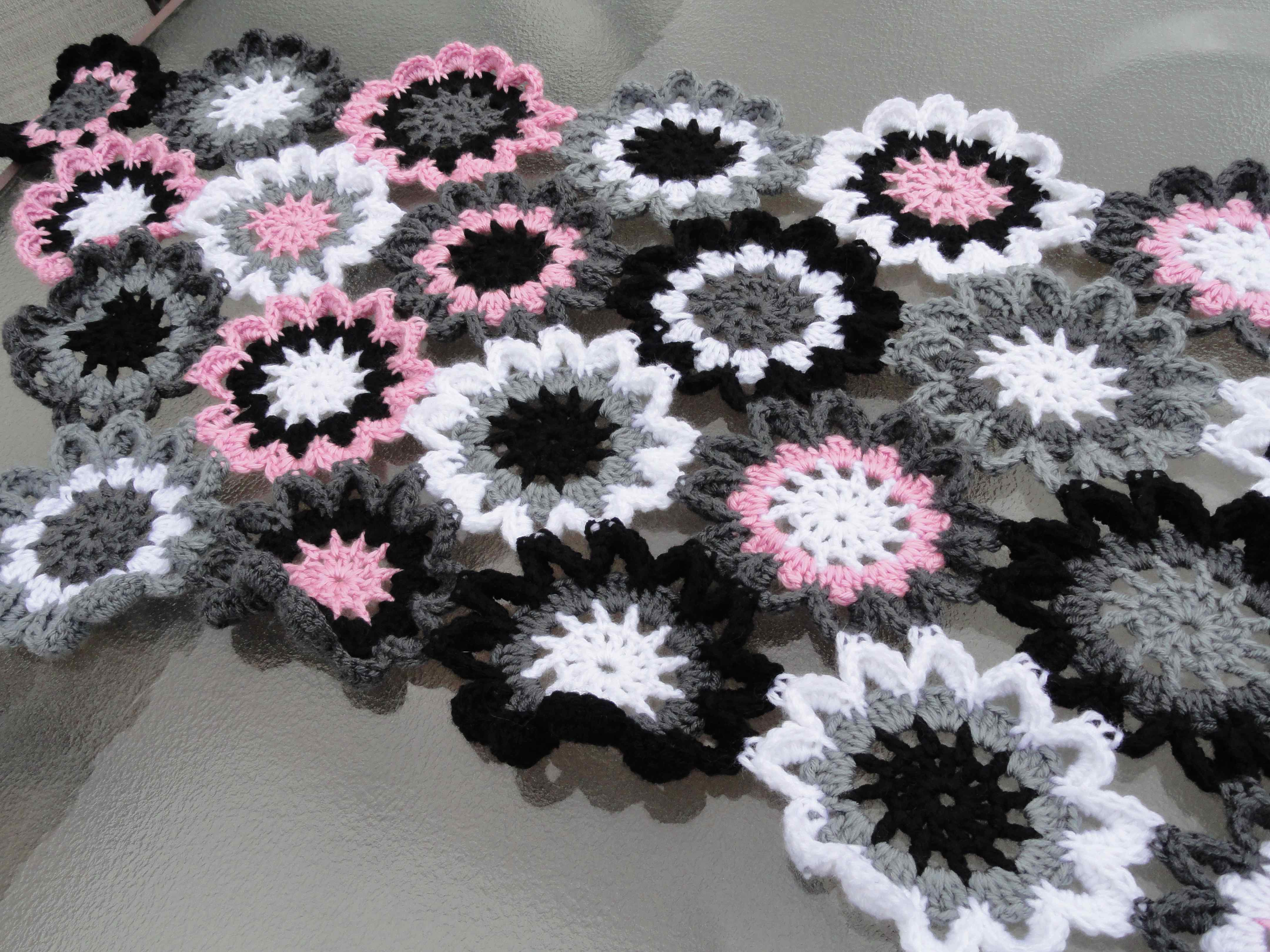 Free Crochet Pattern For Japanese Flowers : crochet:: japanese flower shawl yarnchick40