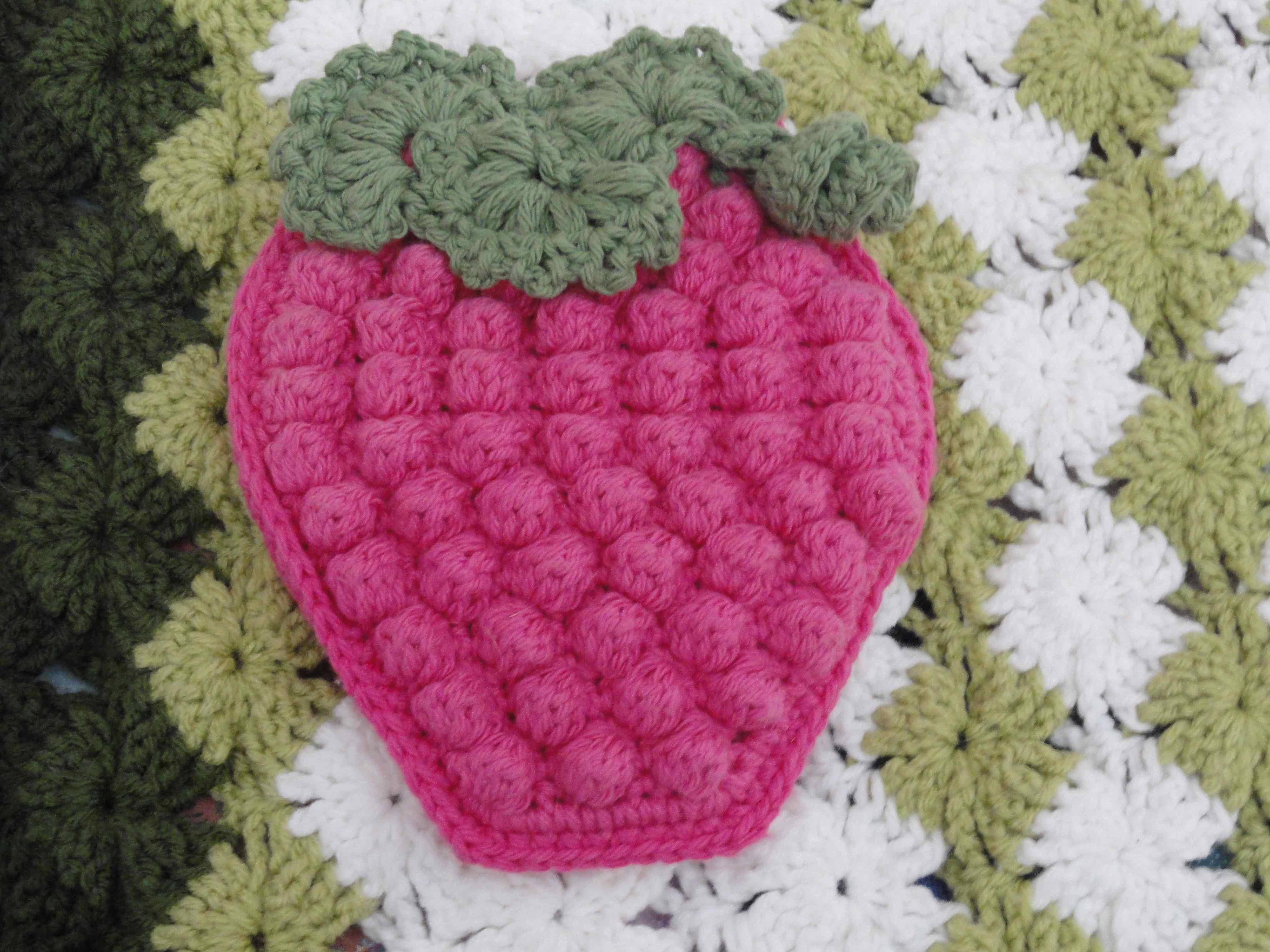 crochet:: bobbly raspberry potholder – yarnchick
