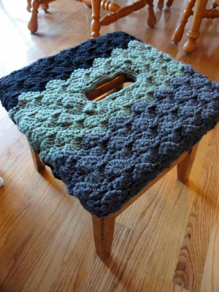 crochet:: stool cover